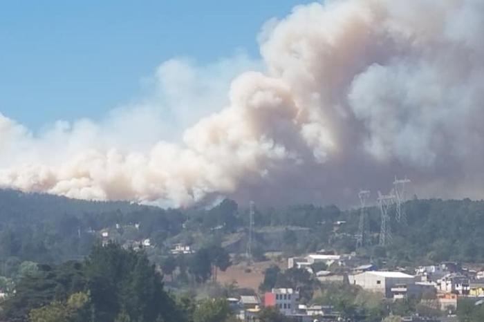 VIDEO: Incendio fuera de control en Las Vigas; evacuan a 100 familias