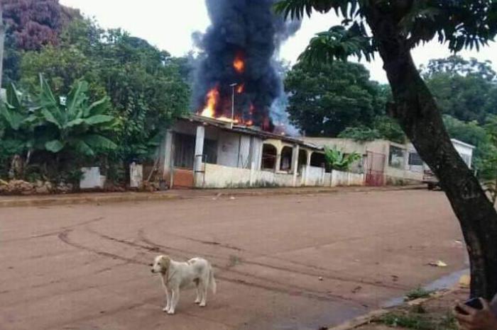 Se incendia vivienda dedicada al huachicol en Mecayapan