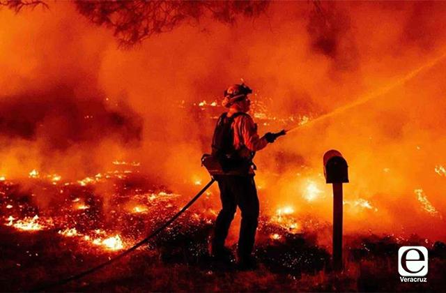 Sin freno los incendios en California, al menos 10 muertos