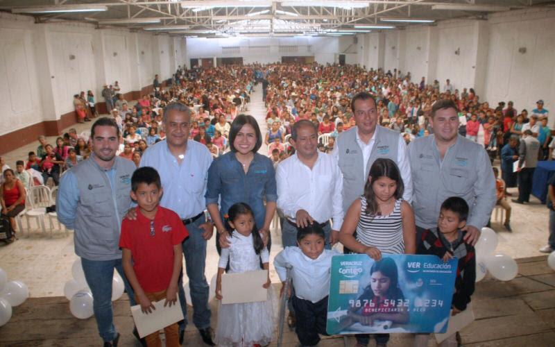 Realiza SEDESOL entrega de becas a niñas y niños veracruzanos
