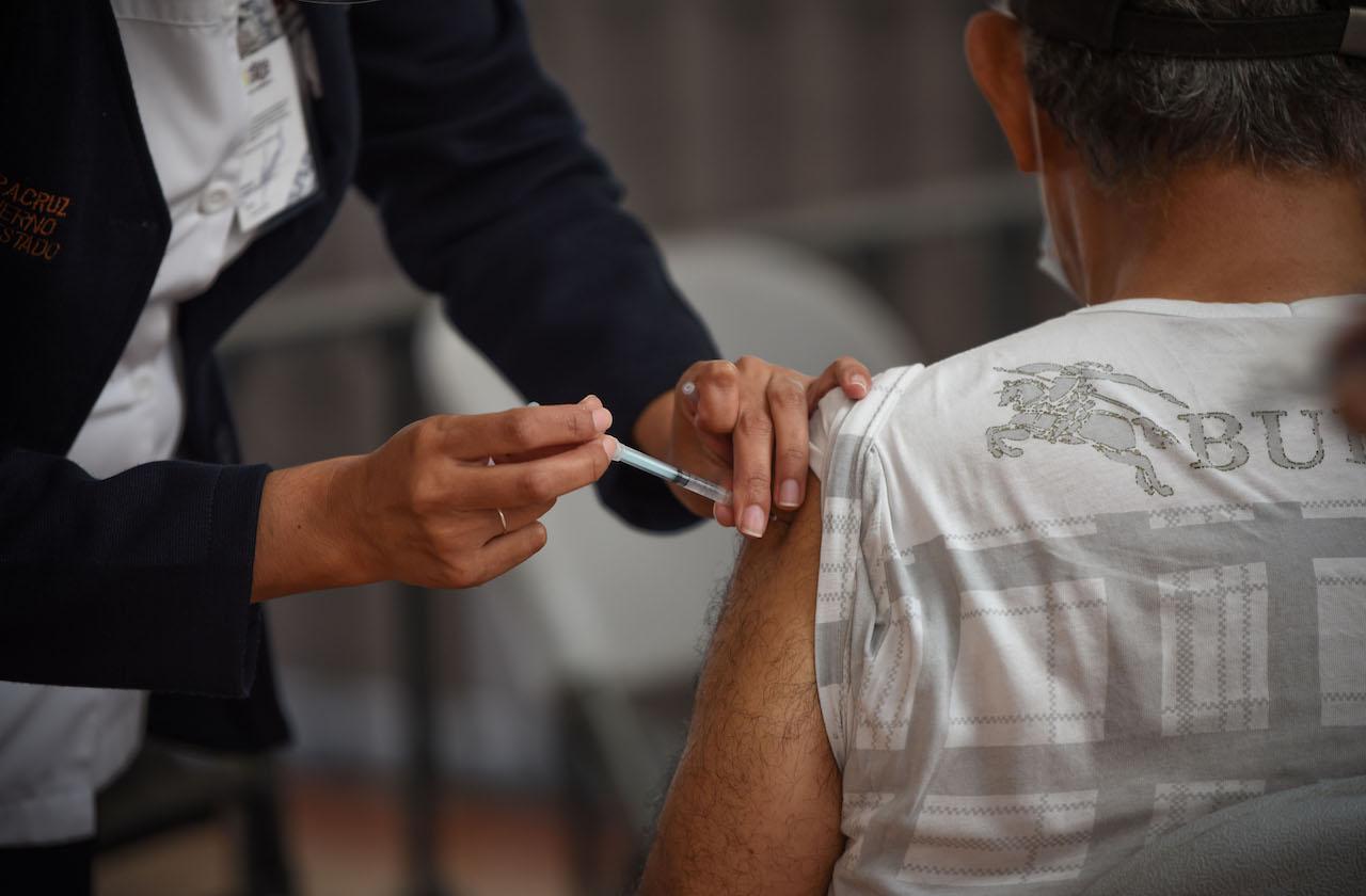 Avanza vacunación en Medellin y Alvarado durante tercera ola