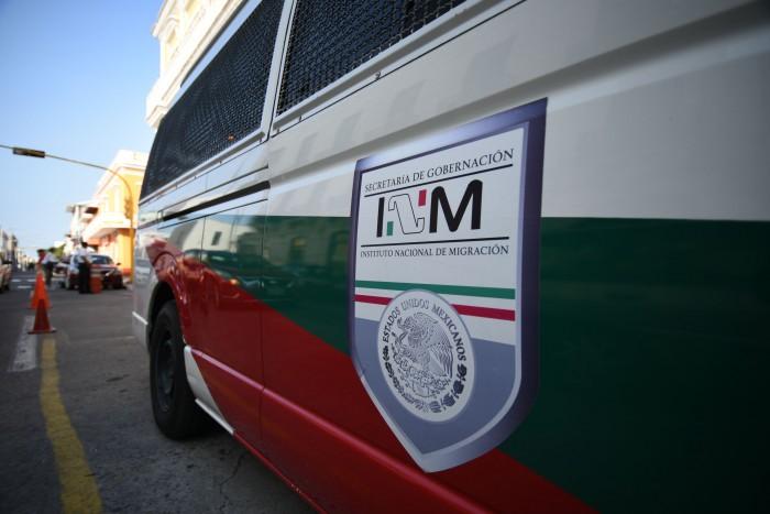Aseguran a tres hondureños en el aeropuerto de Veracruz