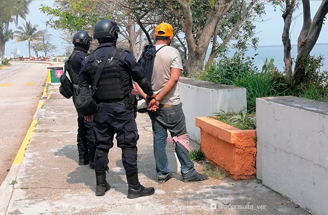 Intentan robar menor en malecón de Coatza; sujeto fue detenido