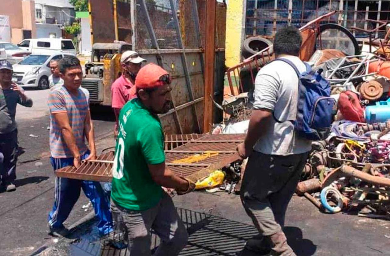 Intentan vender alcantarilla y les cierran la chatarrera en Veracruz