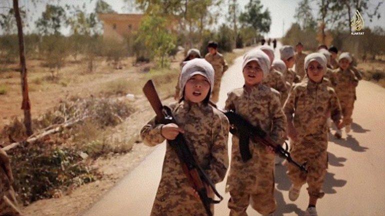 ISIS ejecuta a 12 niños que quisieron huir de campo de entrenamiento