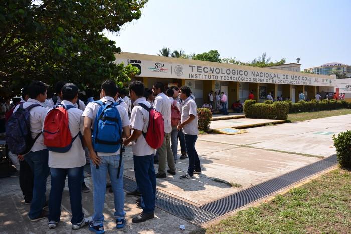 Protestan alumnos Itesco, exigen condiciones adecuadas para cambio de plantel