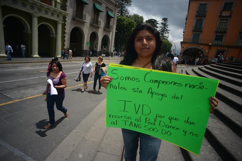 Instituto del Deporte debe un mes en becas, dice Rafael Cuenca