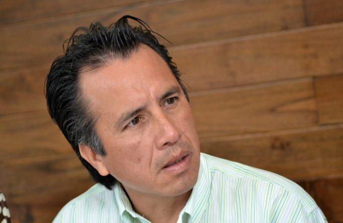 60% de los cuerpos hallados en fosas eran jóvenes reclutados por la delincuencia: Cuitláhuac