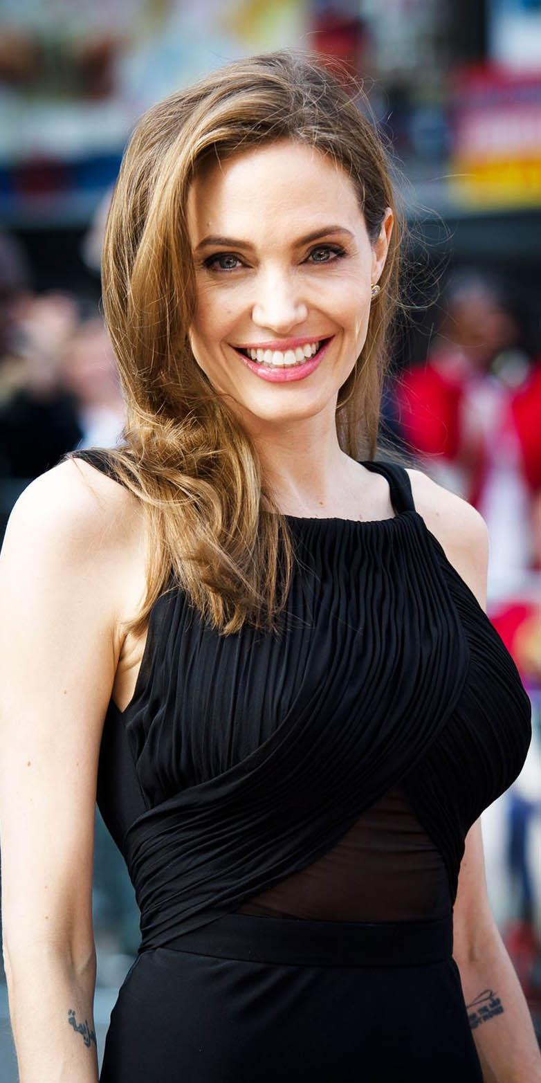 Angelina Jolie visita campo de refugiados sirios
