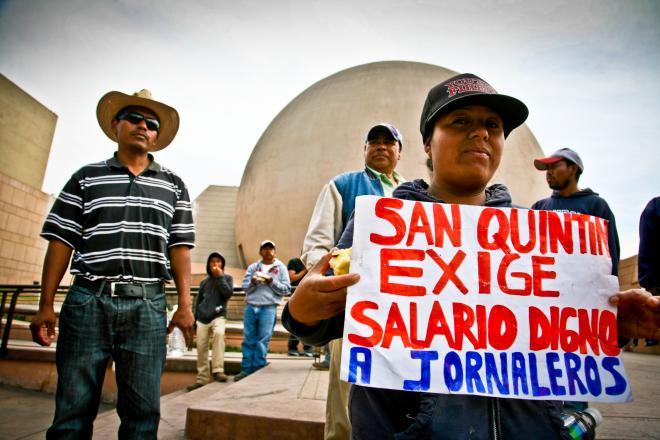 Negocia Kiko Vega con agroindustriales el pago de $200 a jornaleros de San Quintín