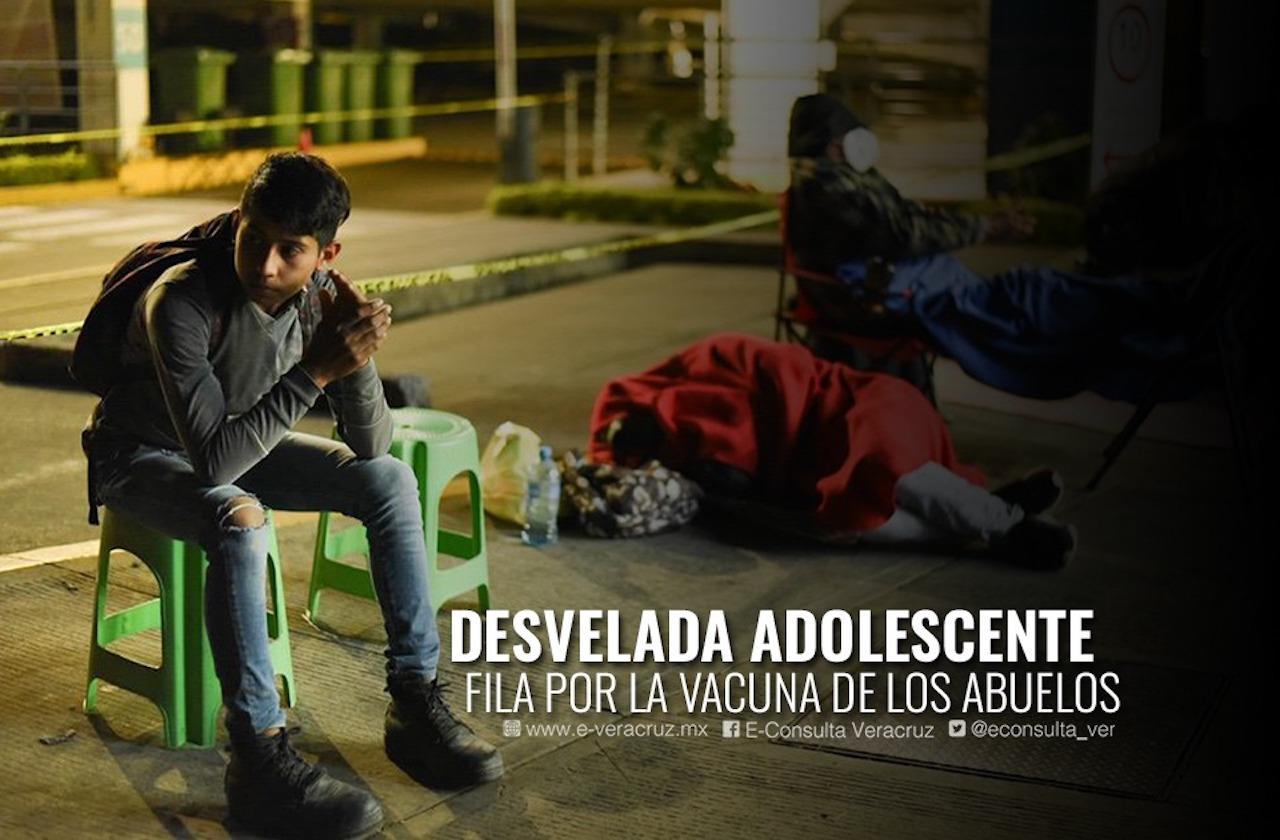 Jóvenes de Xalapa trasnochan, pero por vacunas para sus abuelos