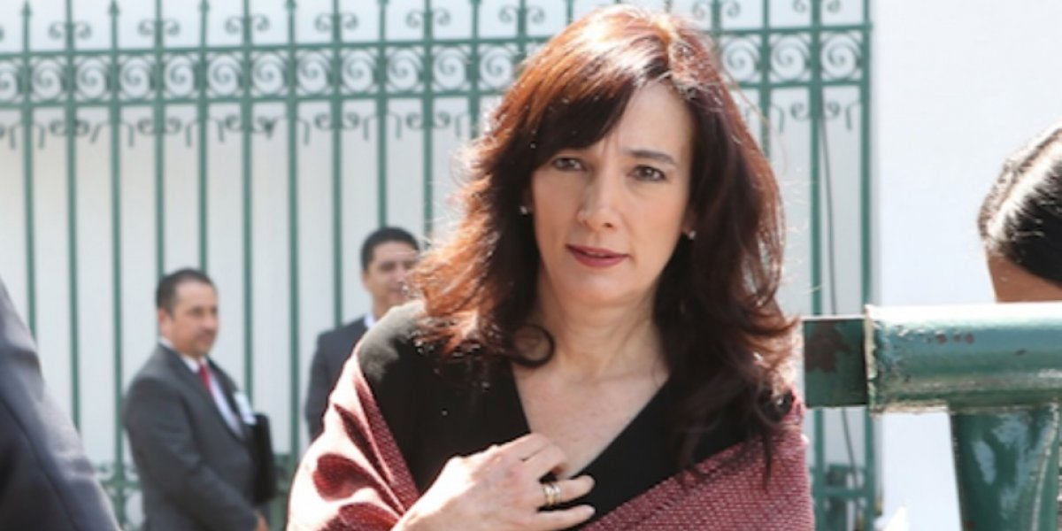 Esposa de Meade da portazo a la prensa en Veracruz