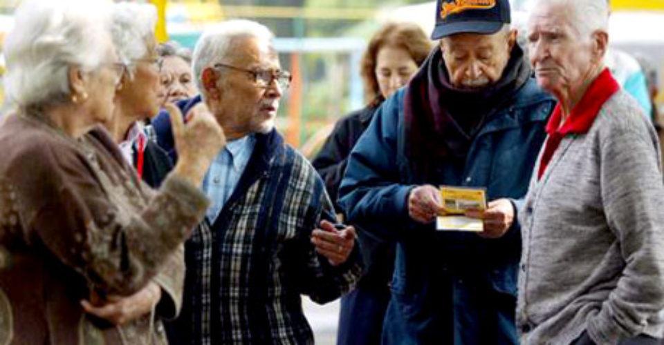 """En tiempo electoral, Yunes """"licua"""" recursos y no paga a pensionados, acusan"""