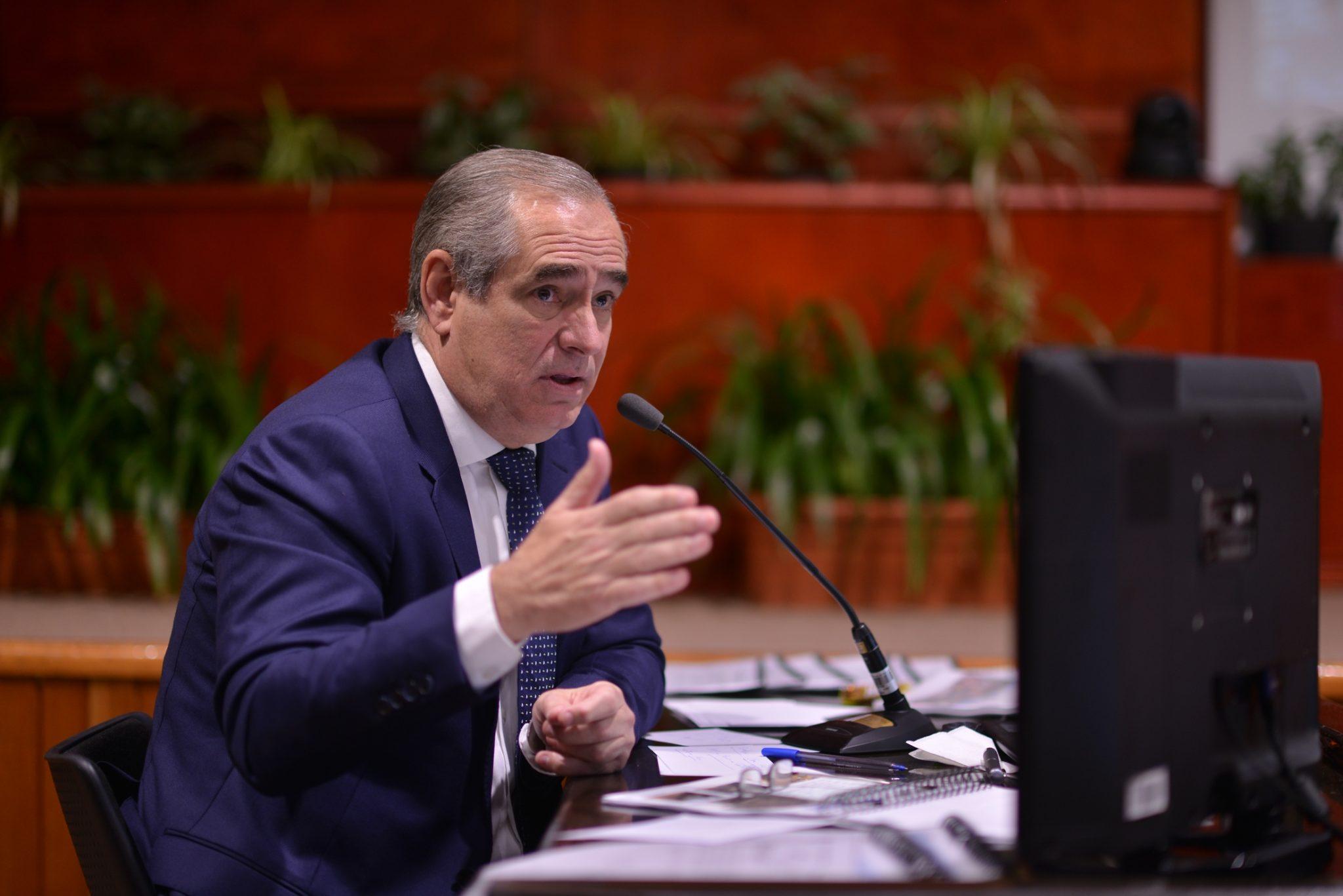 Senador de Veracruz se lanza contra AMLO y desata polémica en redes
