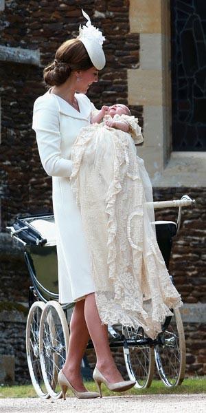 Duques de Cambridge bautizan a Carlota