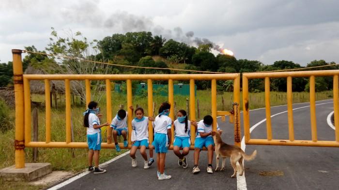 Evacuan jardín de niños por olor a amoniaco en Minatitlán