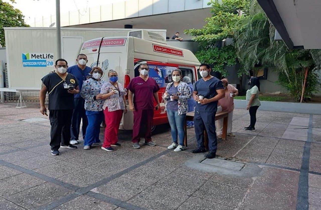 La Parroquia invitó canillas y lecheros a doctores en su día