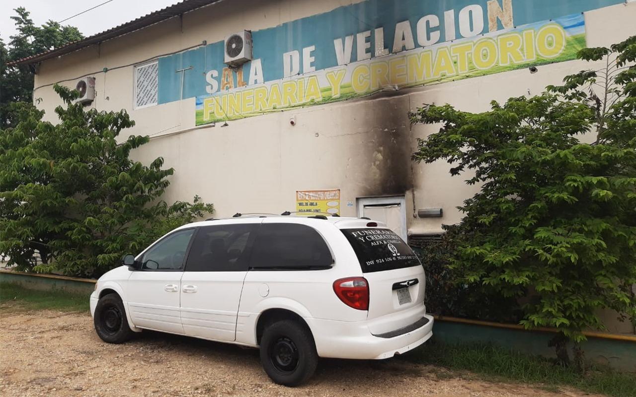 Arrojan bomba molotov en crematorio covid de Oluta