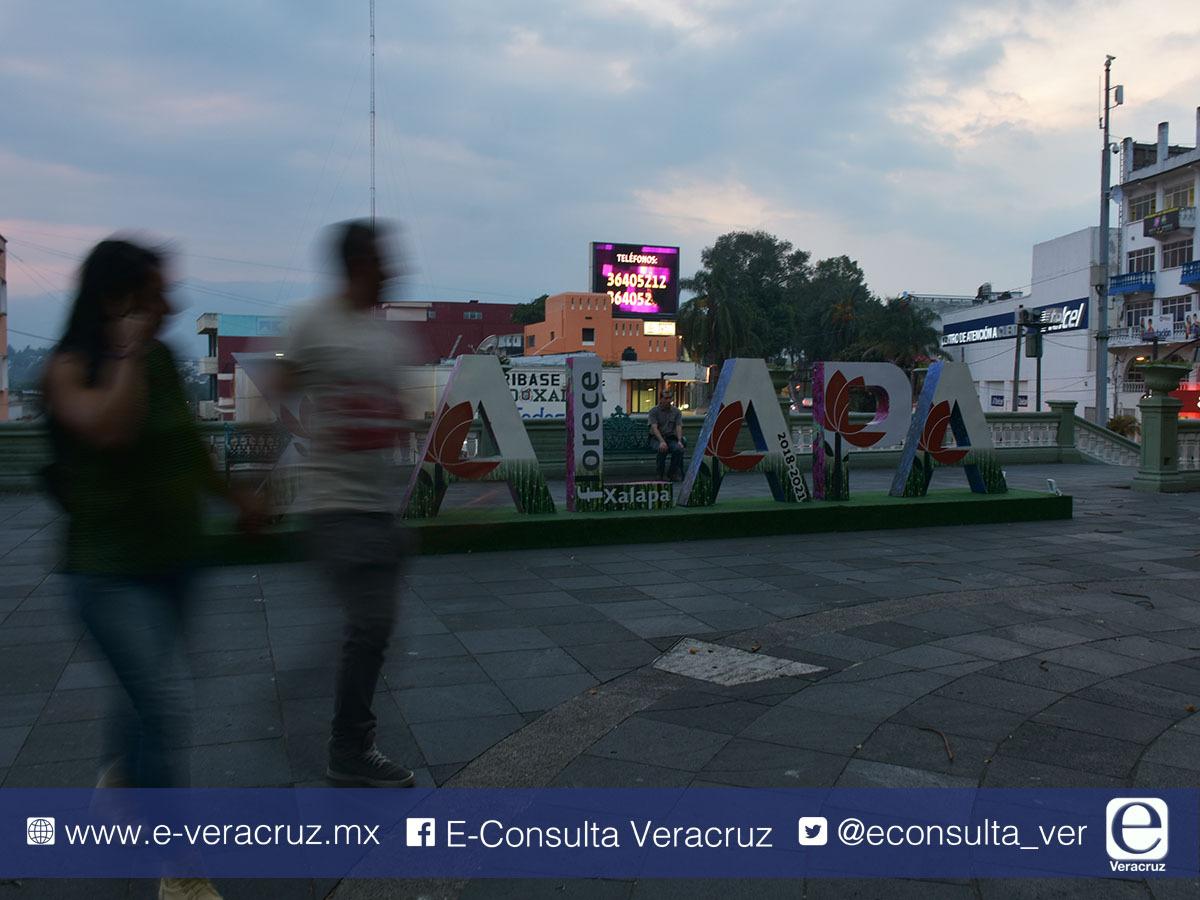 100 mil pesos costaron letras de Xalapa que generaron burlas a Hipólito