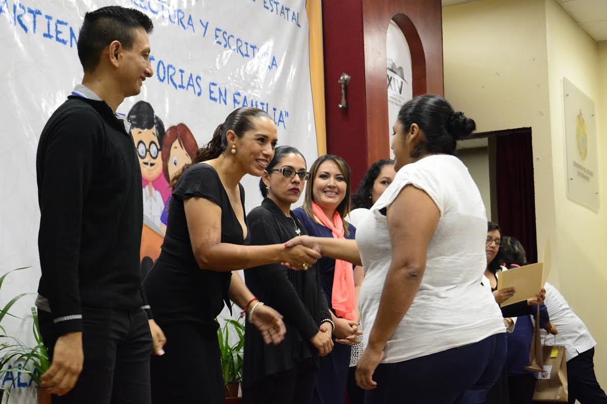 Encabeza Cinthya Lobato encuentro de lectura de educación especial