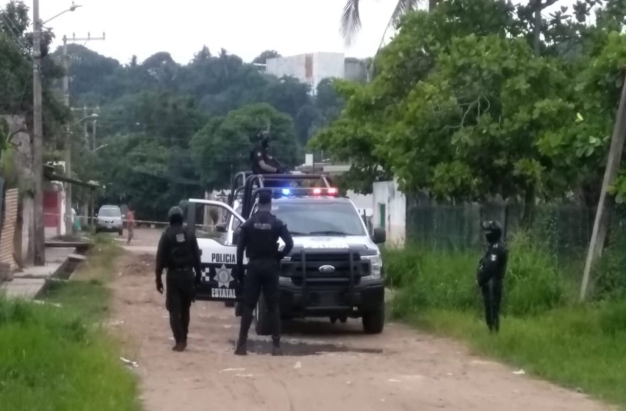 Localizan camioneta con reporte de robo, en Coatza