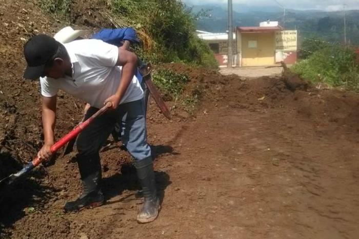 Lluvias provocan derrumbes y grietas en viviendas de Atzacan