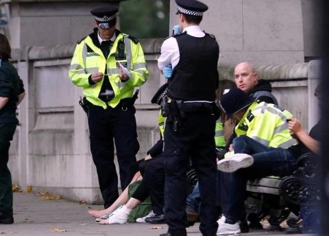 Auto atropella a peatones en Londres
