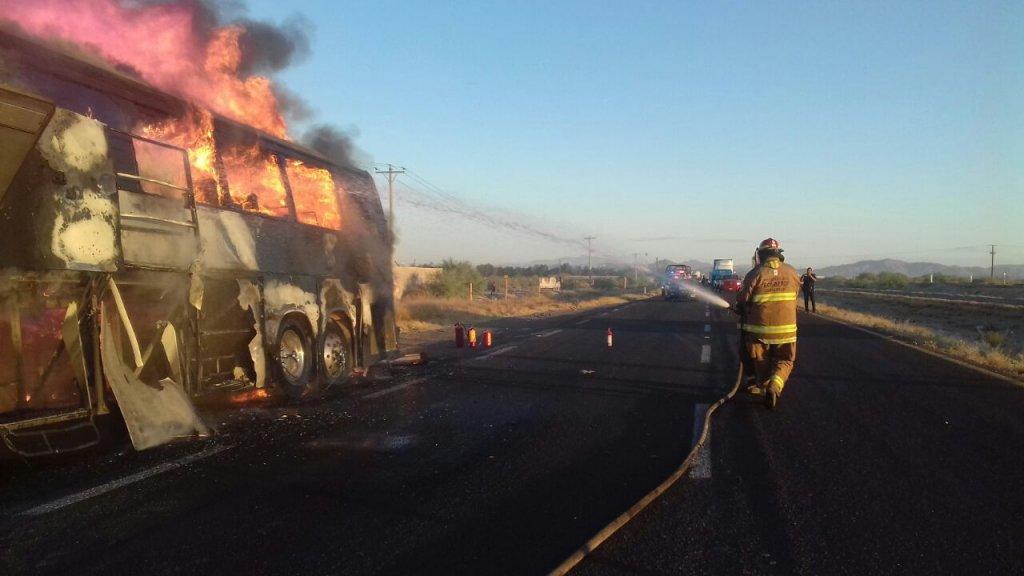 Arde autobús sobre la carretera Xalapa- Veracruz