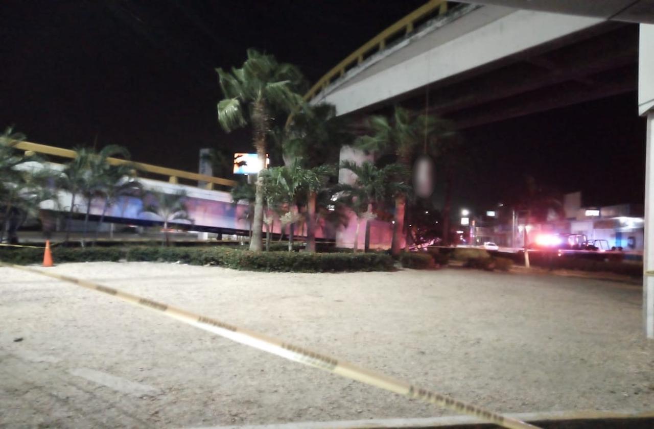Lunes violento concluye con cadáver colgado en puente de Coatza
