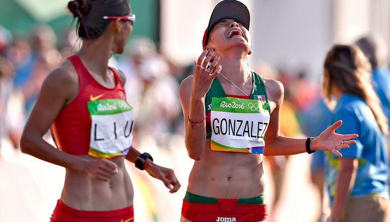 Lupita González gana medalla de plata para México en caminata