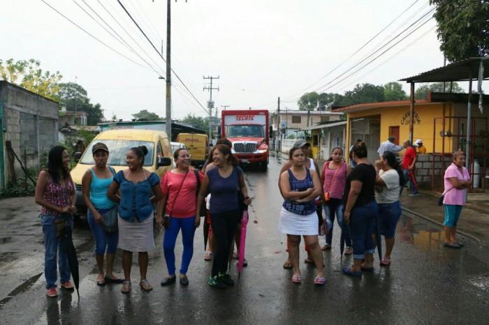 Claman madres por energía y agua en escuela