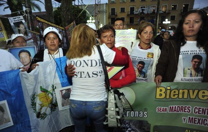 Caravana migrante se encuentra con familiares de desaparecidos