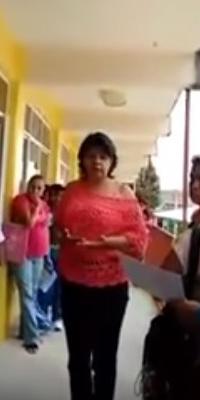 Graban a maestra pidiendo 400 pesos a cambio de tableta para alumno