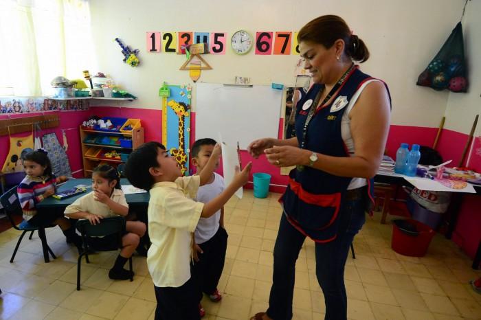 Mantiene Duarte deuda millonaria con maestros normalistas