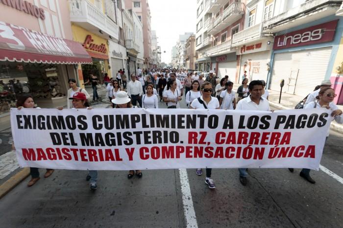 Maestros del SNTE exigen pagos pendientes desde 2014