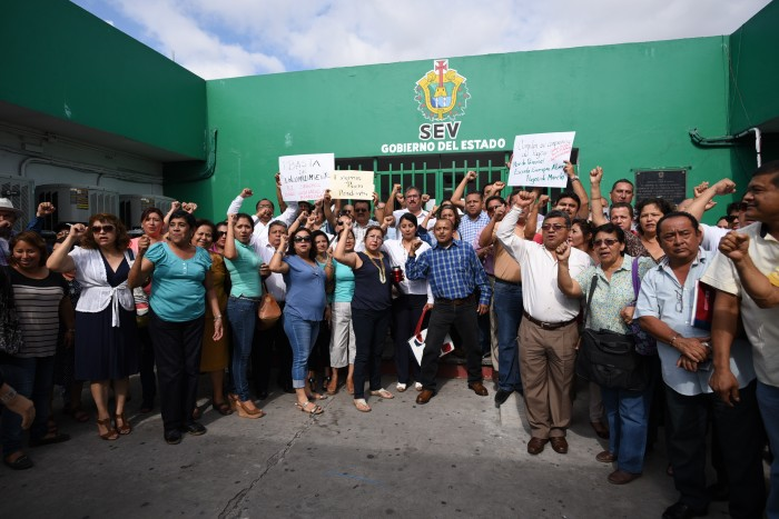 Maestros de Veracruz-Boca del Río toman delegación de la SEV