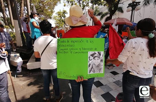 Antorchistas protestan en todo el estado por plagio de compañeros