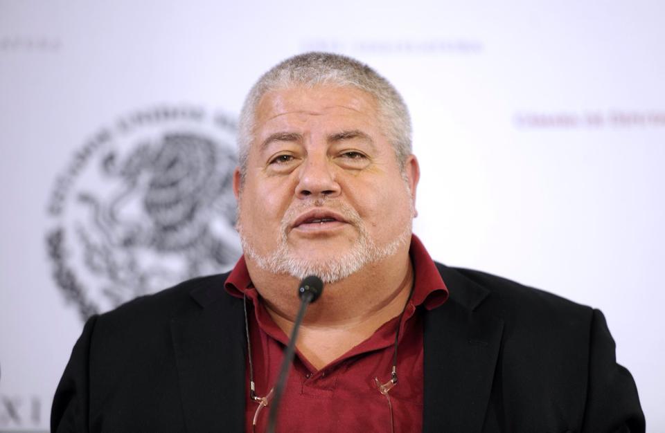 Yunes Linares presiona a alcaldes para declinar a favor de su hijo:Morena