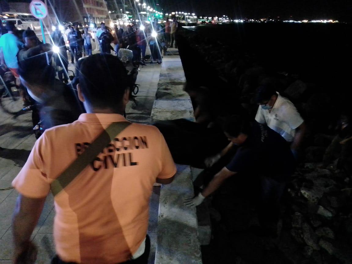 Mar arrojó el cuerpo de un hombre en el bulevar Veracruz-Boca del Río