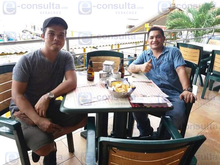 Nathaniel y Bryan marinos filipinos que encontraron la muerte en bar de Coatzacoalcos