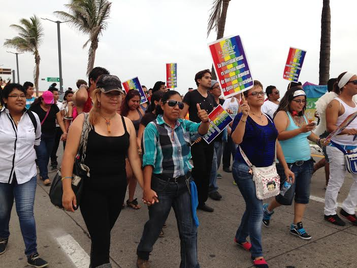 4a marcha gay re ne a m s de mil en el bulevar vila for Noticias mas recientes del medio del espectaculo