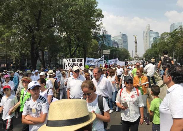 Realizan Marcha del Silencio para pedir la renuncia de AMLO