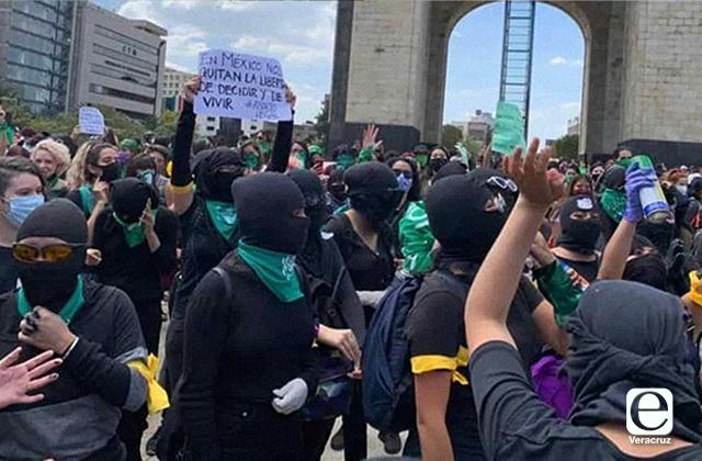 AMLO pide marchas pacíficas, alerta por infiltrados