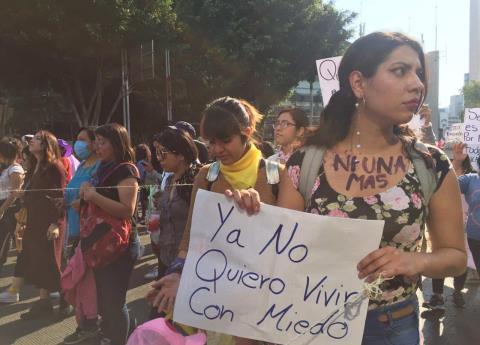 Marchan mujeres en la CDMX contra intentos de secuestro y feminicidios