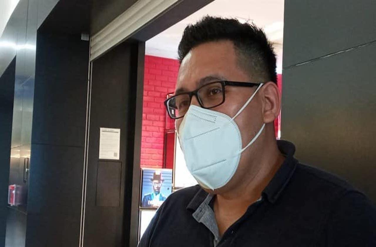 Mario estudió enfermería por vocación; es voluntario contra covid