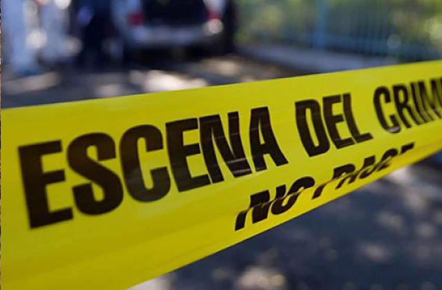 Hombre asesina al padre de su expareja, y a ella la hiere en Martínez