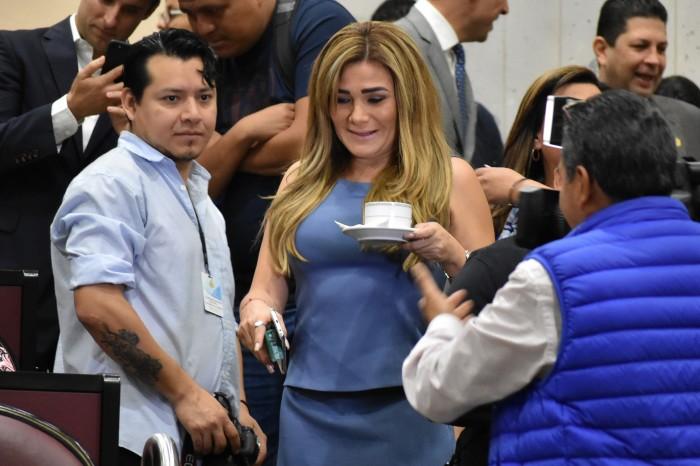 Salario de diputados es de 240 mil pesos: Morena
