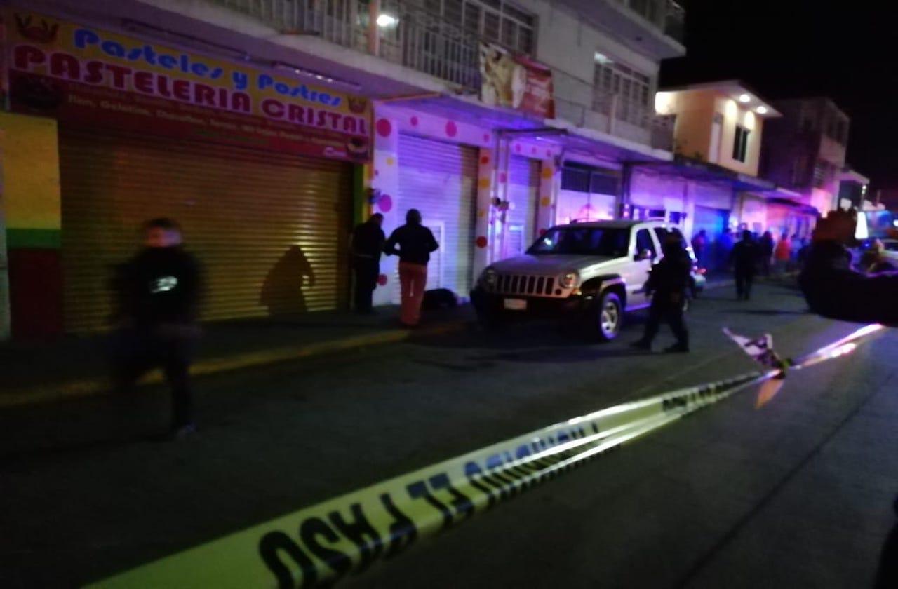 Matan a vendedor de ropa en Río Blanco; hieren a su esposa