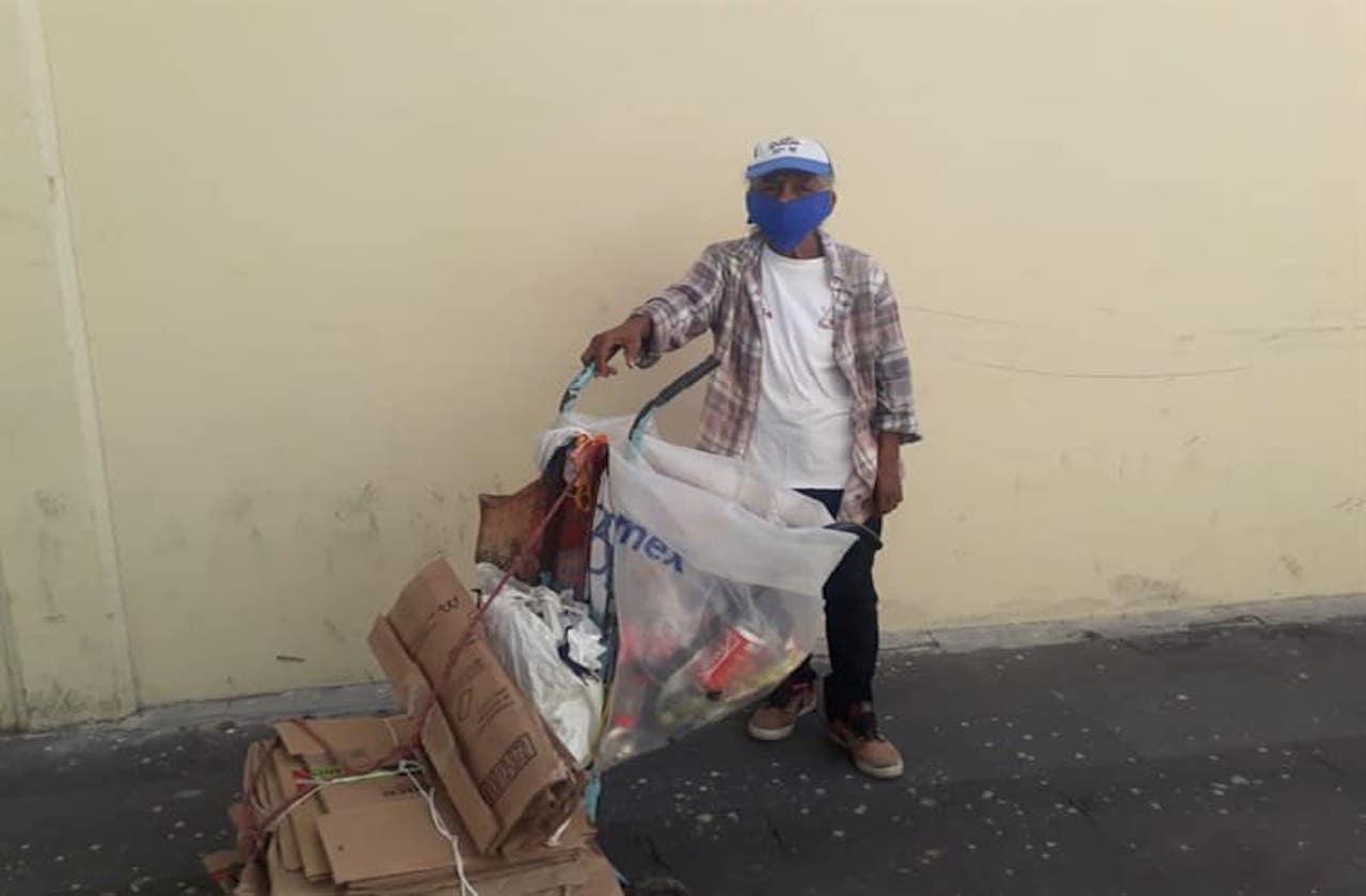 En pandemia, Matilde recoge basura a cambio de 60 pesos