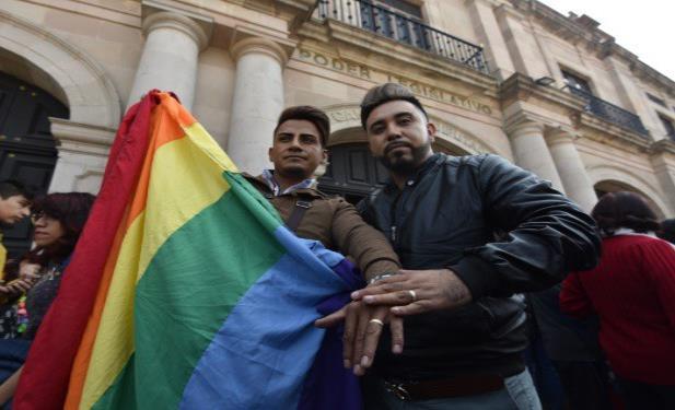 En Hidalgo aprueban matrimonio igualitario
